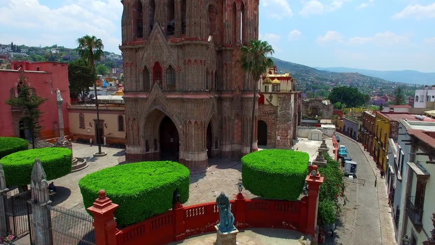 Drone video of Parroquia de San Miguel Arcangel, an old cathedral, in Guanajuato, Central Mexico.