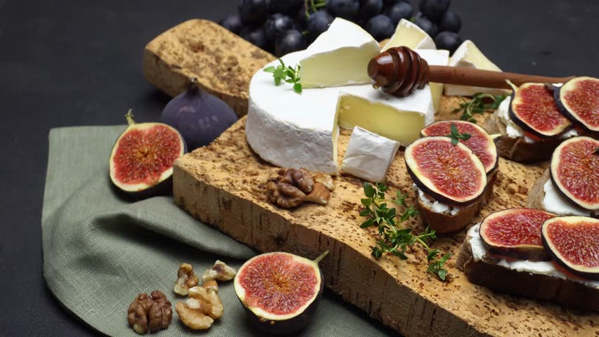 Bruschetta with figs and creme goat cheese