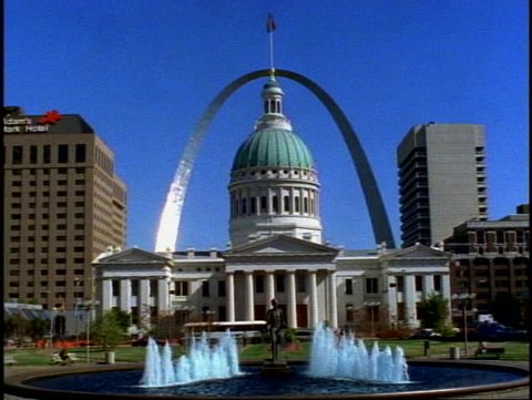 ST. LOUIS, 1999, St. Louis Arch, wide shot with St. Louis City Hall and fountains