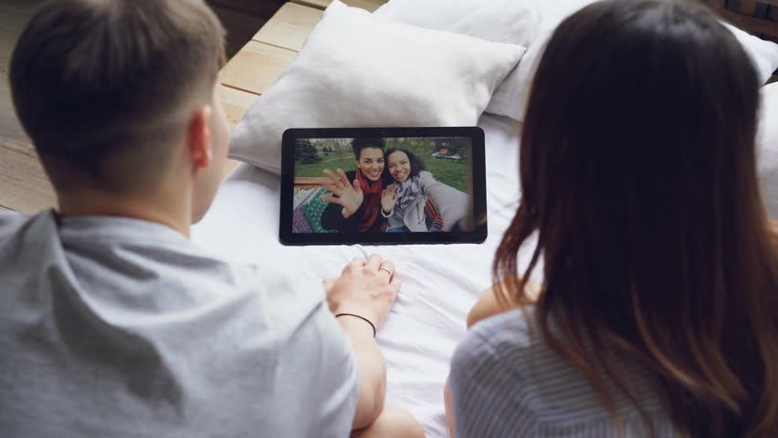 Mann und Frau machen Videos — bild 15