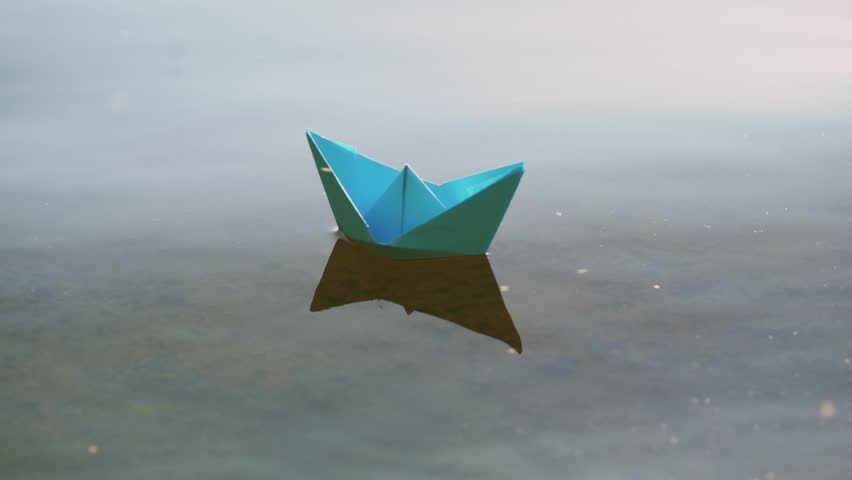 4k00 15blue Paper Boat Sailing On Water On Romantic Sunset Origami