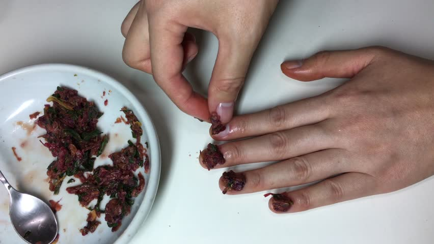 Korean traditional Nail Art(culture) : Dye one's fingernails with garden balsams 2 - Put it on nails.