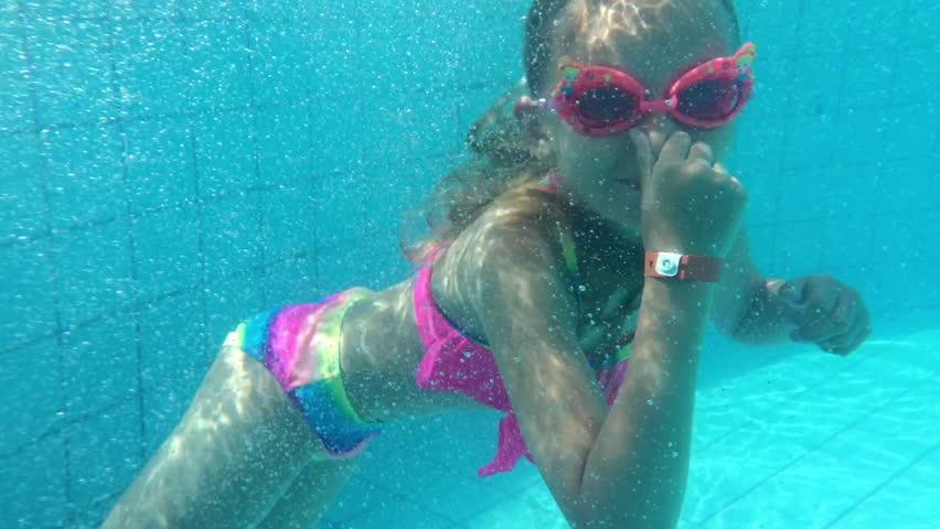 mom-videos-swimming-teen-body