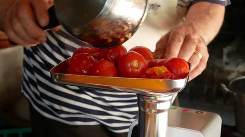 homemade tomato sauce, tradition of south Italy