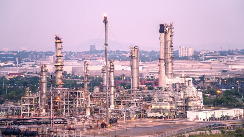 Time-lapse: Petrochemical Industrial. Oil refinery and Oil industry at twilight. 4K