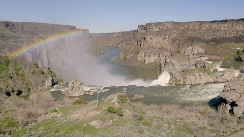 Water from the Snake River falls of high cliffs to form Shoshone Falls in Idaho