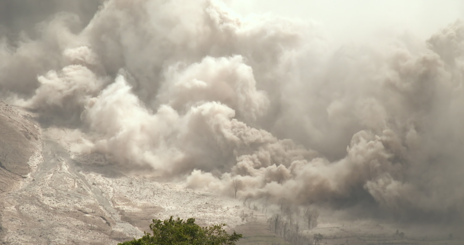 Volcanic Ash Erupts From Sinabung Volcano During Major Eruption - BungIII #1030930157