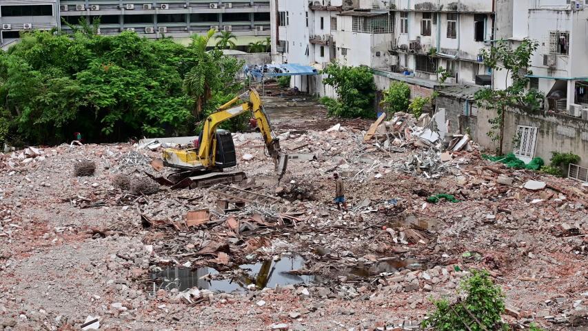 4K Demolition machine crushing debris of old structure | Shutterstock HD Video #1033411967