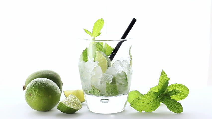 pouring soda on mojito