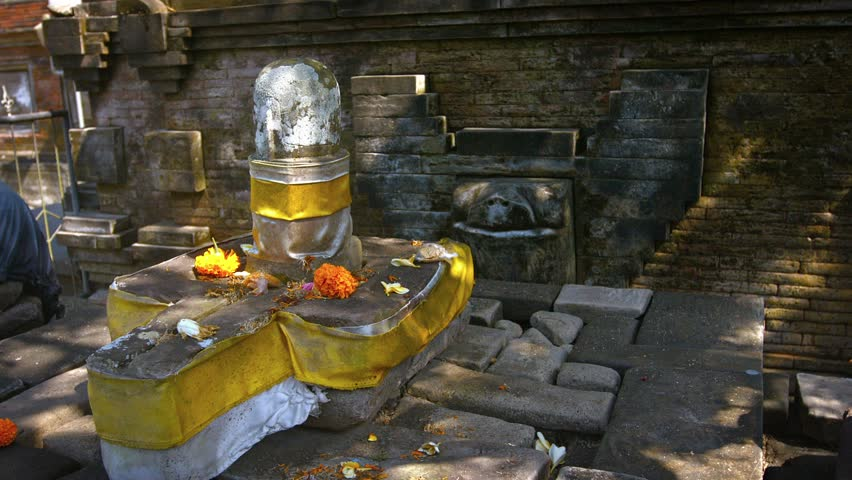 Decorated altar of worship to the Hindu god. Shiva. with offerings of flowers at Tirta Empul temple in bali. Indonesia. Video 1920x1080