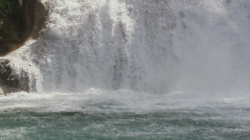 MS SLO MO TU Scenic view of waterfall - Mexico, Chiapas, Agua Azul, 03/16/2013
