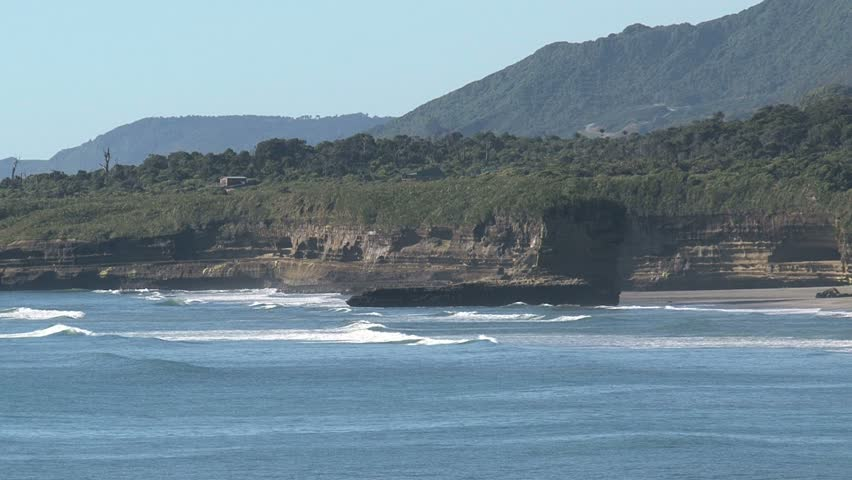 Zoom-out to WS of pancake rocks on New Zealand's South Island