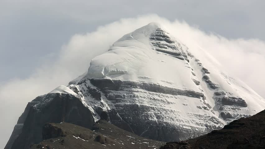 Kailash - it is considered a sacred place in four religions: Bön, Buddhism, Hinduism and Jainism. To her pilgrimages to commit bark or parikrama (ritual circumambulation).