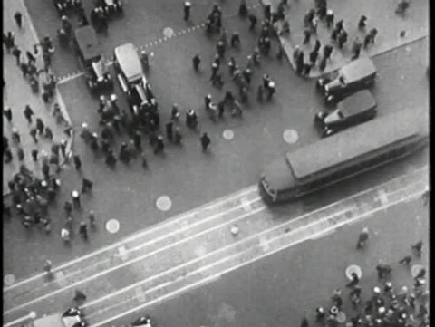Aerial view of busy New York Ciry street, 1930s