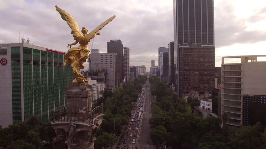 Flying up to Angel of Independence Mexico City