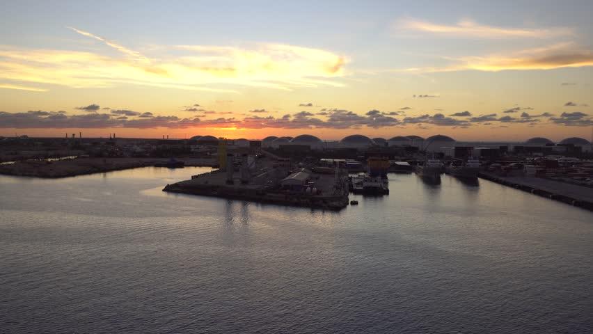 Amazing view of sunrise over Atlantic ocean near Freeport island, Bahamas
