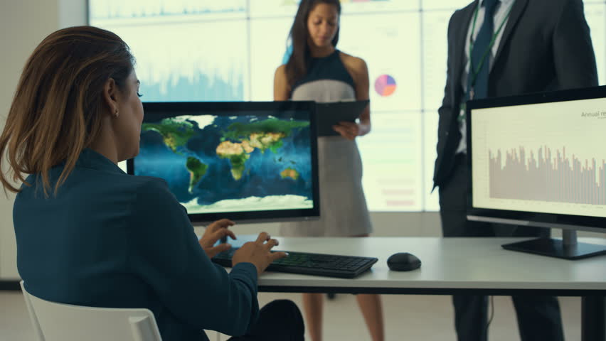 Teacher using interactive whiteboard and laser pointer to show the 4k business team having a discussion in modern corporate office dec 2016 uk 4k gumiabroncs Images