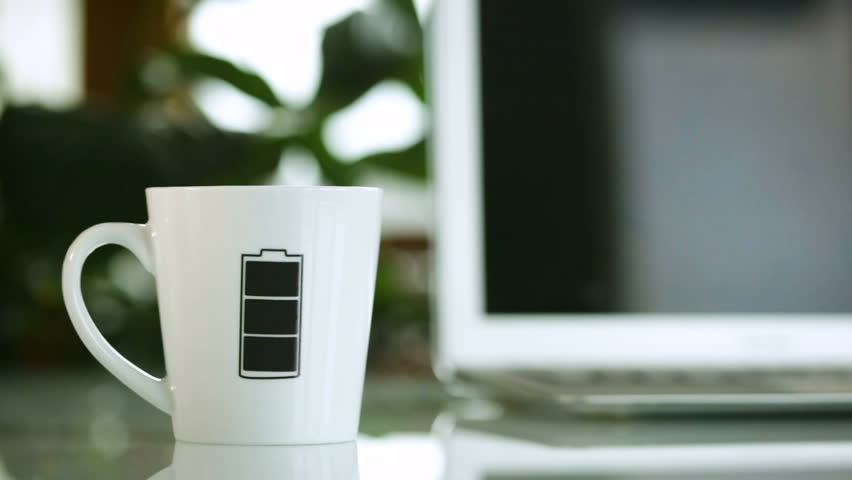 Mug cup with battery level symbol which changes color.