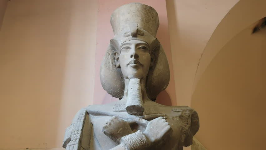 analysis famous statue akhenaton