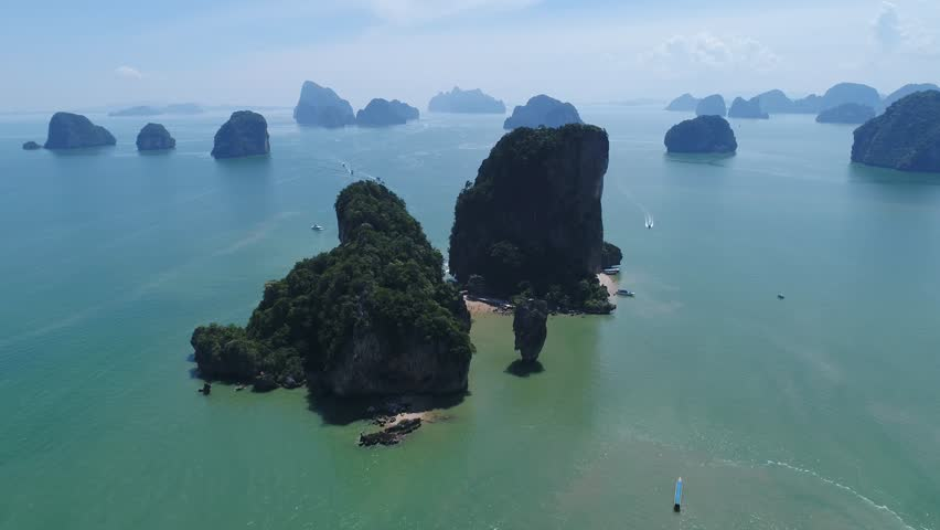 James Bond Island is a famous landmark in Phang Nga Bay. It first found its way onto the international tourist map through its starring role in the James Bond movie 'The Man with the Golden Gun'.