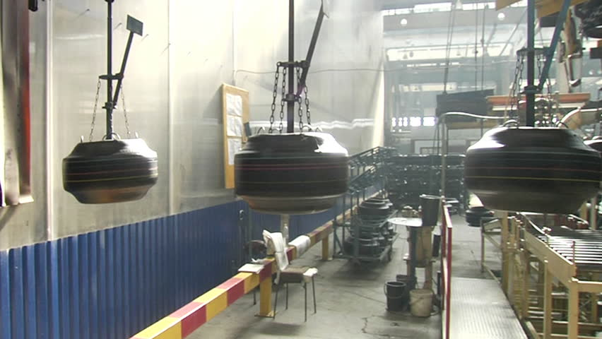 Ceiling conveyor works on the forming workshop on tires plant