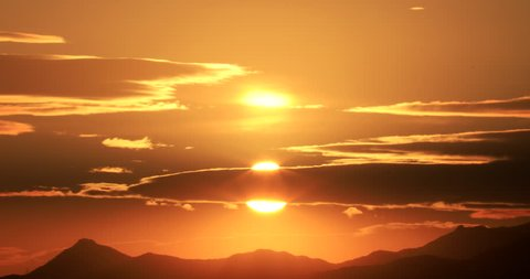 Time lapse of rising sun over mountain against beautiful morning glow : 4K footage
