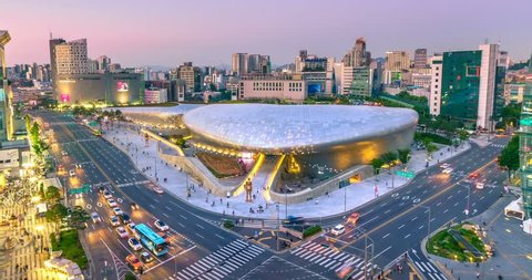 SEOUL - JUNE 21: 4K Timelapse of the Dongdaemun Design Plaza at night,on June 21,2017 in seoul,South Korea. (DDP)