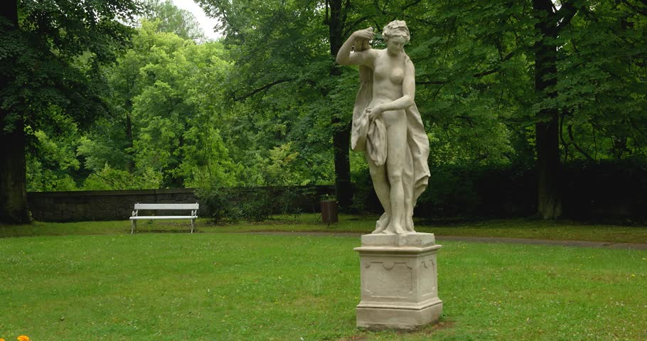 Think, Naked women garden statues are absolutely