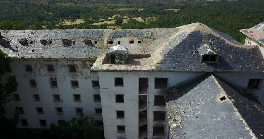 Dron flyaway building abandoned