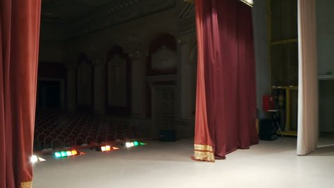 First-person video shooting, the actor in the theater goes on stage from behind the scenes