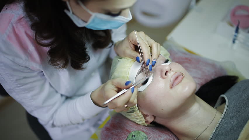Eyelash extension in the beauty salon. close-up | Shutterstock HD Video #32938117