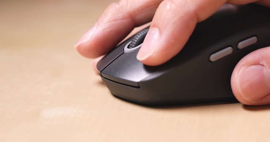 Man use of computer mouse