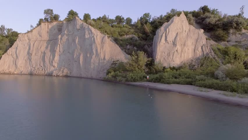 Flying straight towards the Scarborough bluffs over lake ontario