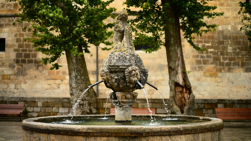 16th century fountain of La Mona in the Plaza de San Martin, Estella (Lizarra), Navarra, Spain. Camino de Santiago.