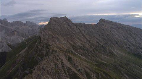 Cineflex aerial Mountain/Alps/Italia