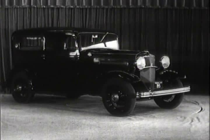 1920s - Cars roll of the automobile assembly line at the Ford factory in the 1920s & 1920s - Henry Ford Poses In One Of His First Model T Cars And ... markmcfarlin.com