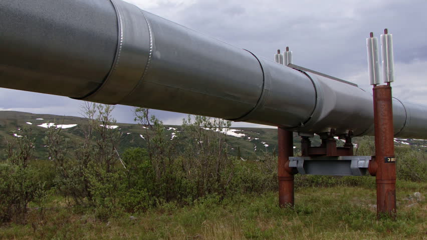Trans-Alaskan Pipeline with Alaskan mountain range