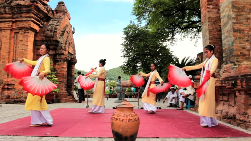 Nha Trang - JULY 18: Local folk dance show at Po Nagar towers on July 18, 2013