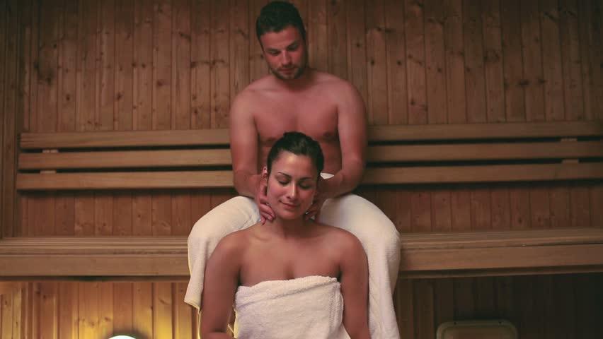Жена в бане изменяет мужу член