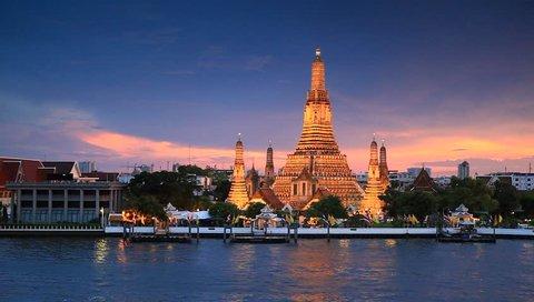 Twilight sky Wat Arun Ratchawararam Ratchawaramahawihan Bangkok, Thailand.