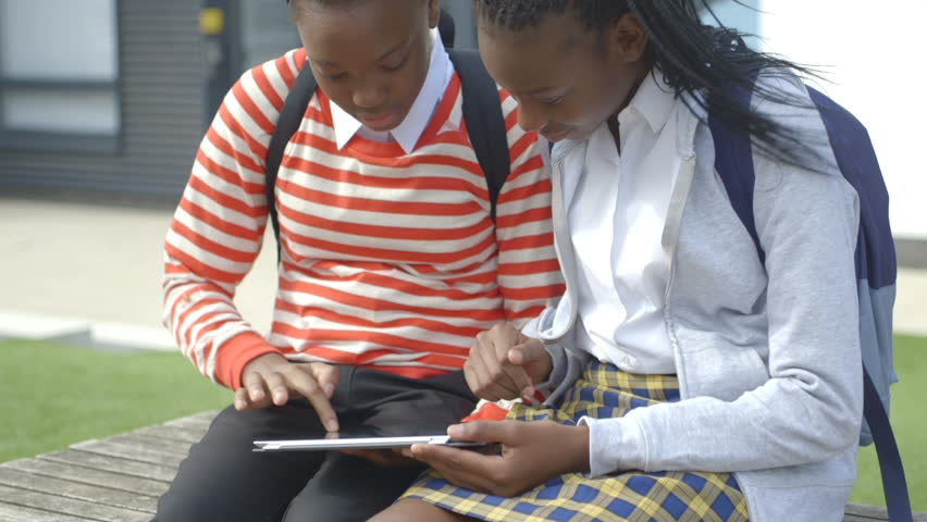 students shoudn t wear uniforms The debate rages on in schools and homes: should american students have to wear school uniforms luckily, there are at least seven reasons why there should be school uniforms in public schools.