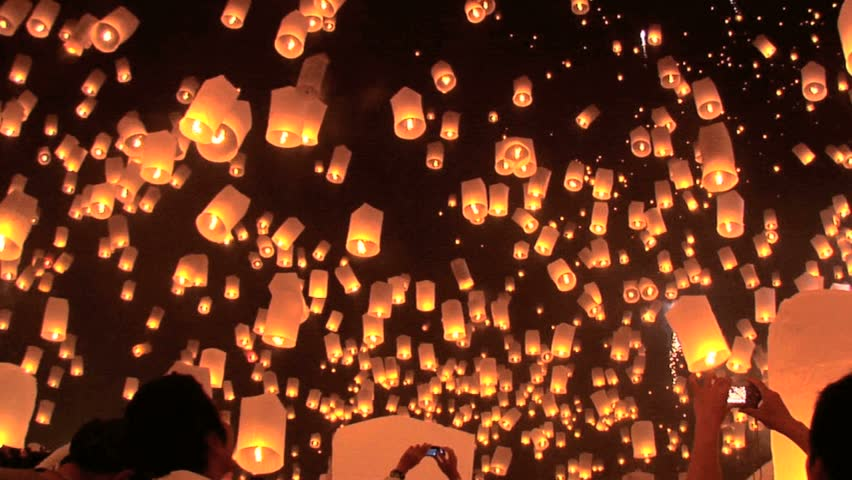 Hundreds of rice paper hot air balloons are launched during the Loi Krathong festival in Chiang Mai. #613657