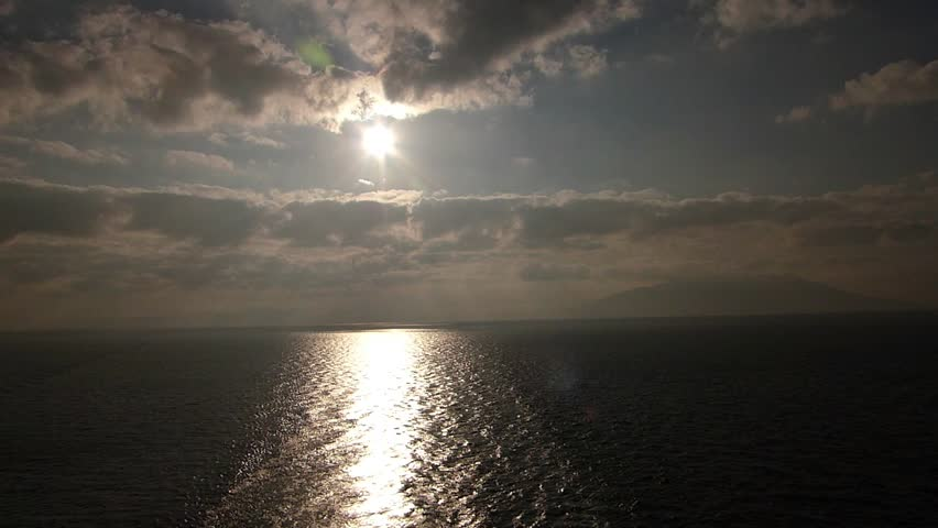 Landscape from the sea._1 / Location: Sea of ??Okhotsk near the Sea of ??Japan. Date:September 5, 2014/  The sun and the horizon and ocean seen from cruise ship in the early morning.