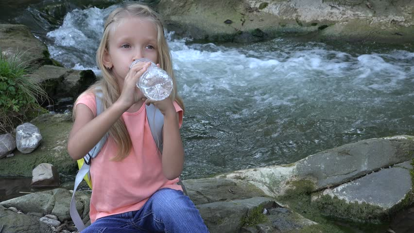 Ultra Hd 4K Thirsty Little Girl Face Drinking Water By -5292