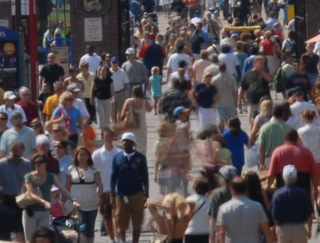 Summertime tourists on crowded sidewalk time lapse